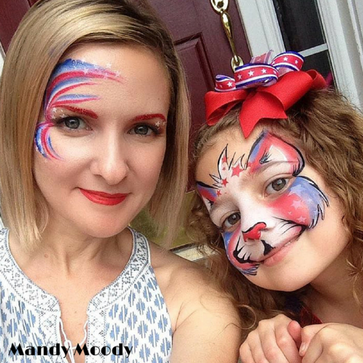 Mandy kept it super cute and patriotic during the 4th. LOVE both designs