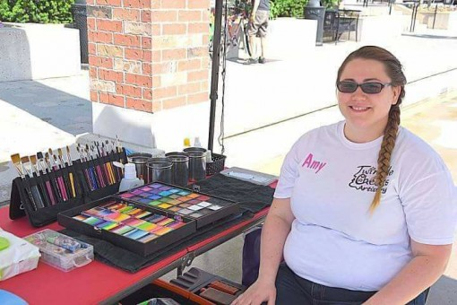 Amy Csordas is picture perfect at her gig and loving her brush easel!